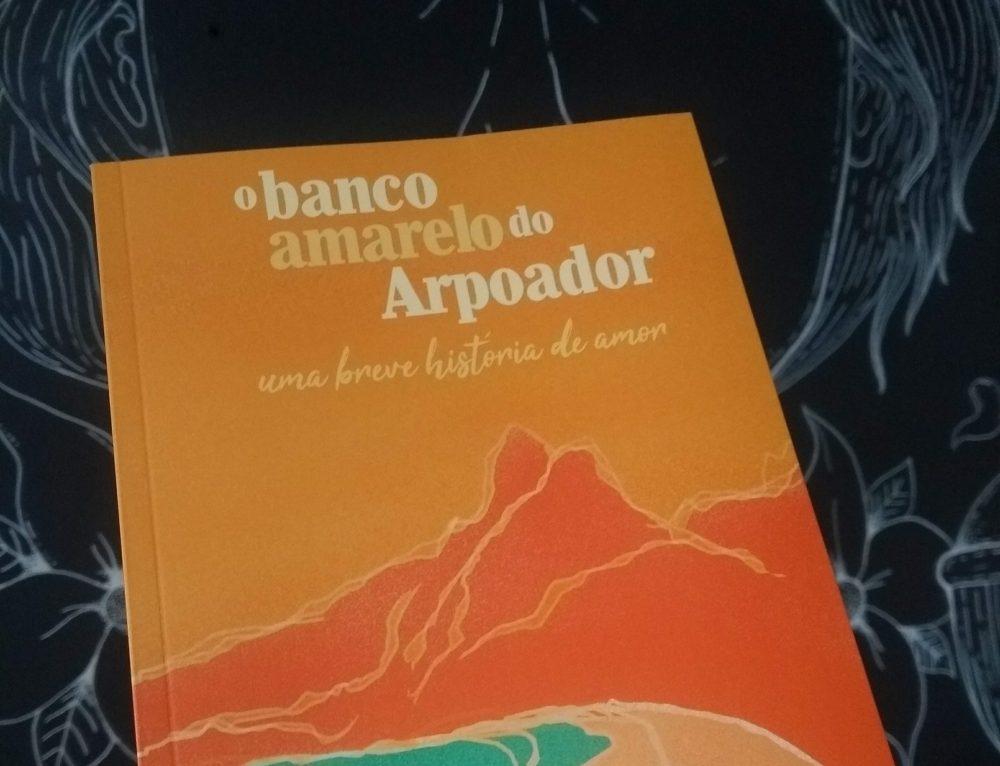 """Escritora gaúcha lança romance """"O banco amarelo do Arpoador: uma breve história de amor"""""""