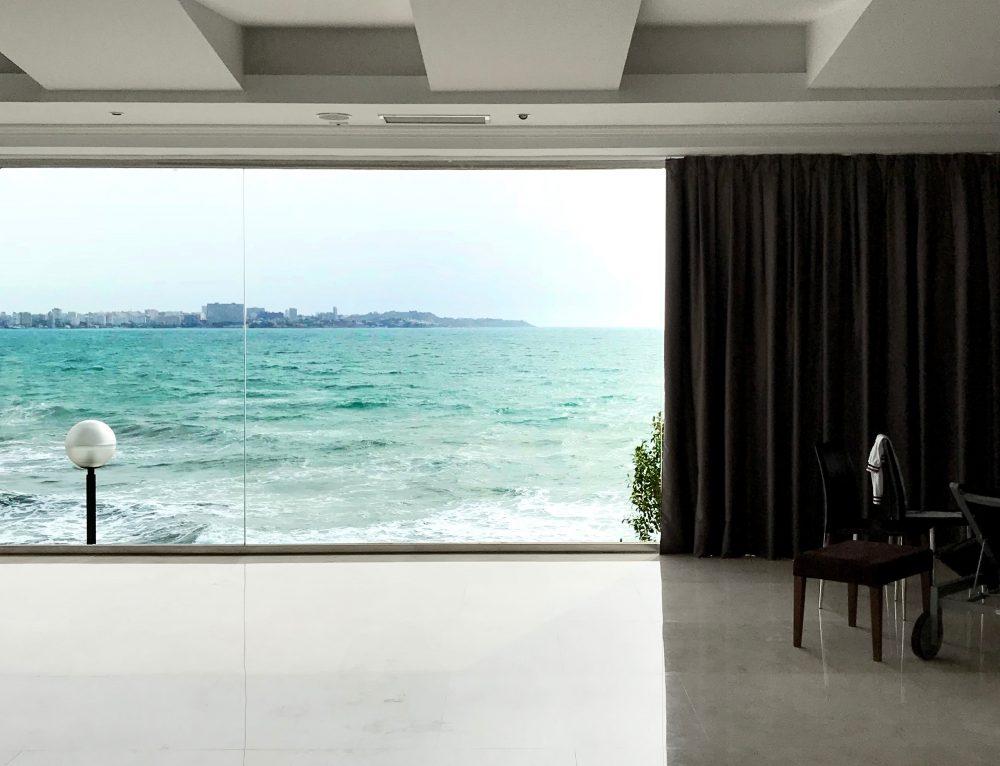 Automação em cortinas ajuda no cuidado dos móveis durante o verão